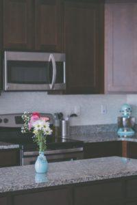 How to Choose Granite Vs. Quartz Countertops